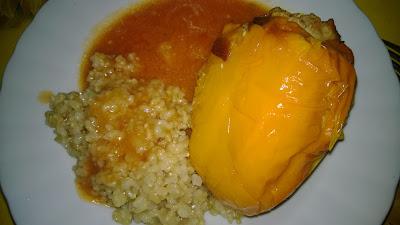 Reis mit gefüllter Paprika