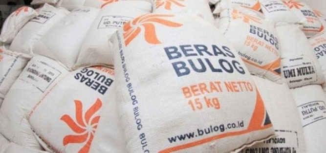 Perum Bulog Divisi Regional Maluku mendatangkan sedikitnya 7.000 ton beras dari Sulawesi dan Surabaya, Jawa Timur, untuk menambah stok beras di provinsi tersebut.
