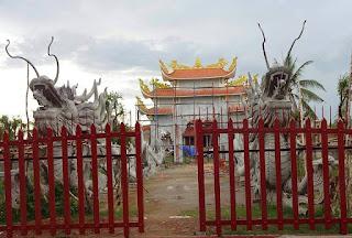 Sự thật sau tin đồn nhà thờ tổ của Hoài Linh bị dỡ bỏ.