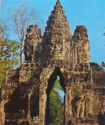 Foto Kuil Bayon di kota Angkor Thom