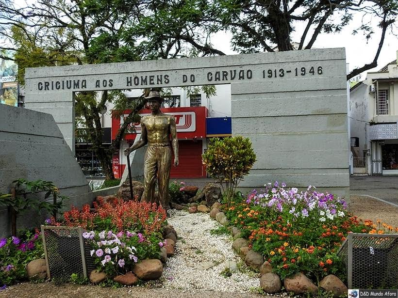 Monumento em homenagem aos mineiros na Praça Nereu Ramos, em Criciúma -  Diário de bordo - Encontro Rota Sul em Santa Catarina