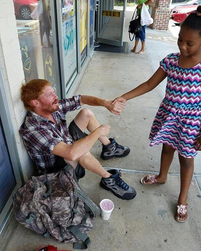 This 6-year-old comforted a homeless man and gave him a few dollars from her purse.
