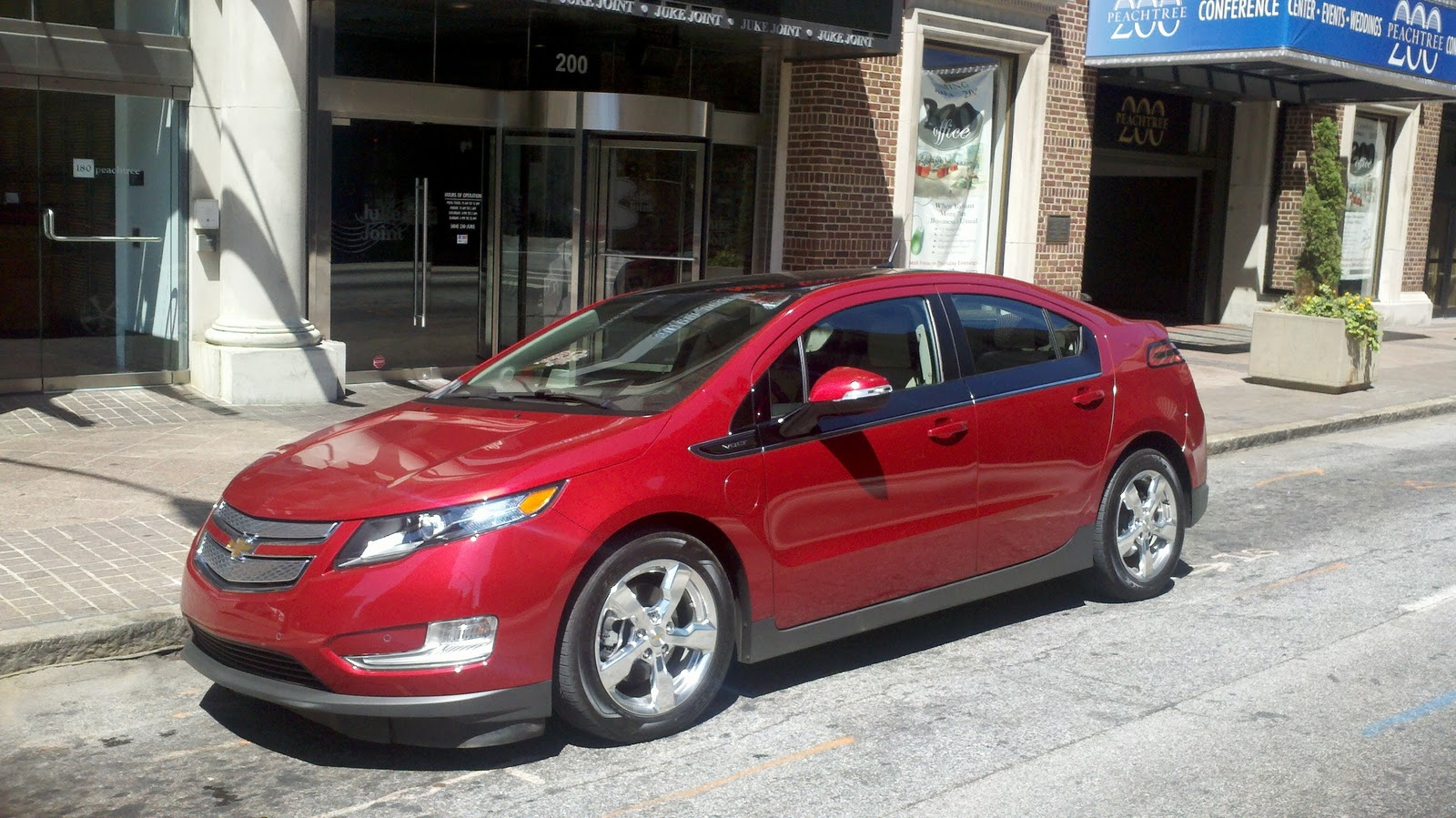 Highlights This Is Gm S First Gas And Electric Ed M Marketed Vehicle Early Statistics Reveal That 78 Of Volt Ers Didn T Own A At