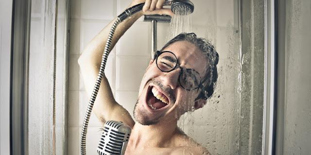 Fakta mengapa orang sering bernyanyi ketika berada di kamar mandi
