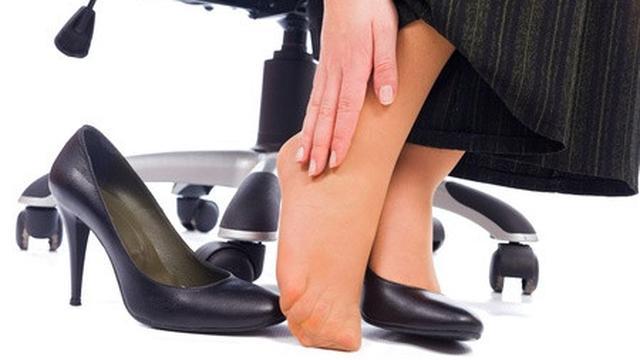 Sakit Tumit Dengan Sepatu Hak Tinggi