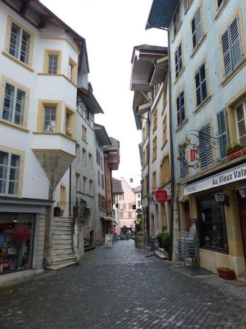 Schweiz Urlaub mit Hund Biel Kanton Bern Sehenswürdigkeit Tourist Gasse