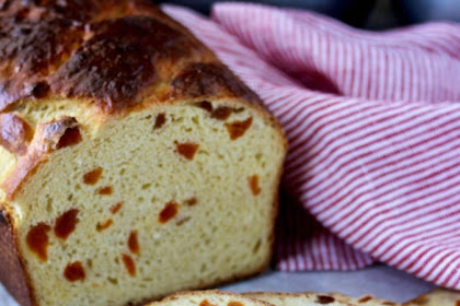 Apricot Sour Cream Bread | #BreadBakers