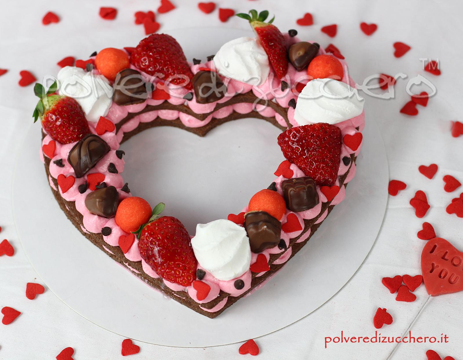 tutorial passo a passo torta a cuore cream tart ricetta pasta sablèe frosting creme cioccolato decorazione fragole cioccolatini