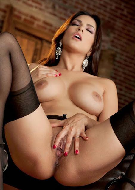 showing her bra and big boobs pics sunny leone Porn XXX Pics