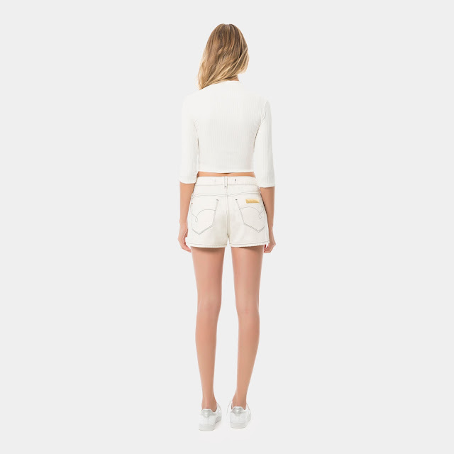 Modelagem Miami acinturada, solta ao corpo e barra mais larga em linha A