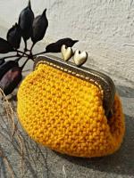 https://laventanaazul-susana.blogspot.com.es/2016/10/191-monedero-con-boquilla-crochet.html
