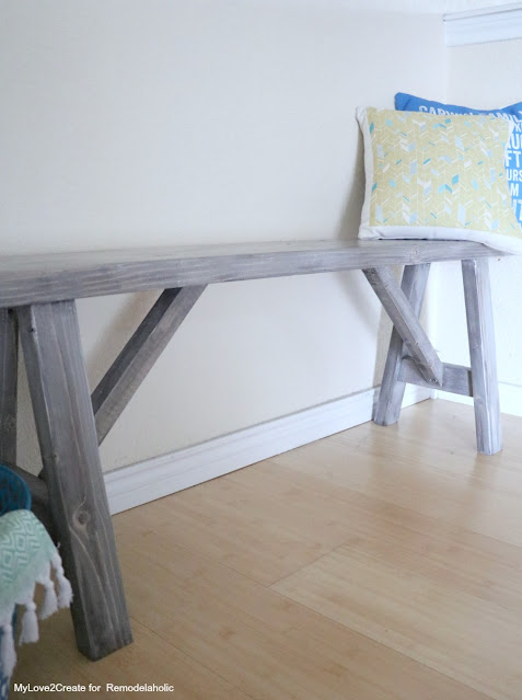 Beautiful DIY Farmhouse bench plans