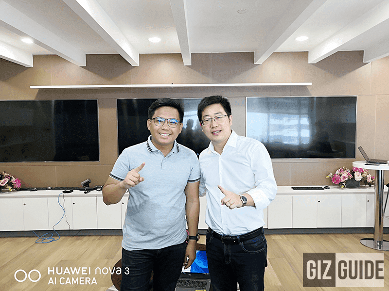 """Sir Peter Icogo with Mr George Li for """"The rise of Huawei"""" - 36,153 hits as of writing"""