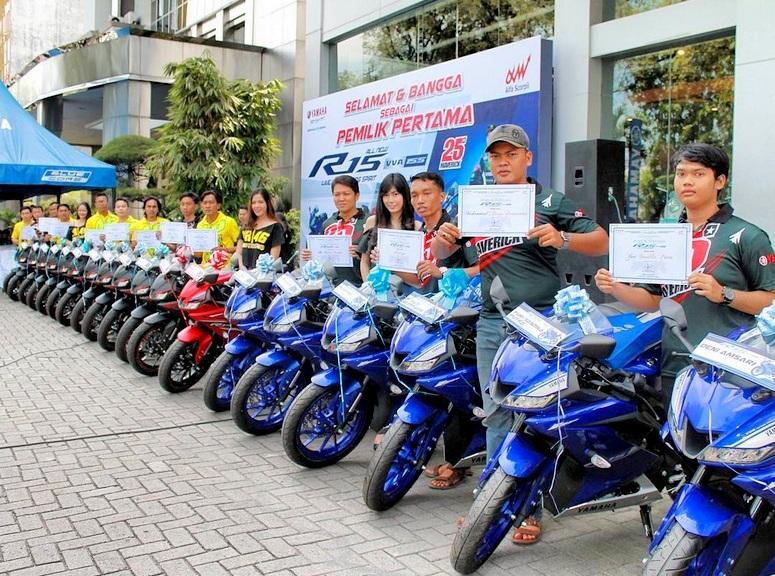 Main dealer Yamaha Medan resmi menyerahkan All New Yamaha R15 V3 kepada pemilik pertama