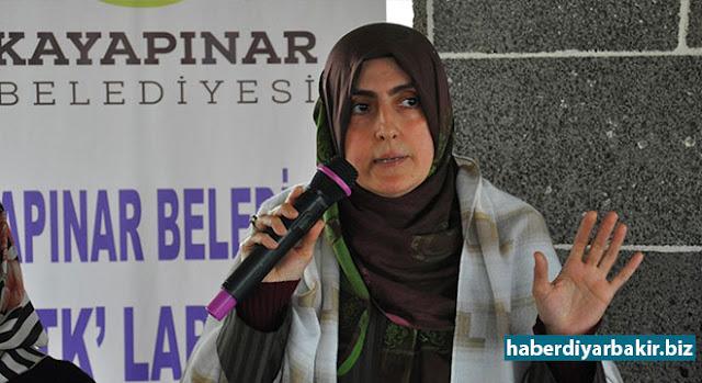 DİYARBAKIR-Diyarbakır'da, STK'ların kadın temsilcileriyle bir araya gelen Kayapınar Belediye Başkan Yardımcısı Şükran Nemrut, DBP'nin kültür merkezlerinde yapılan ifsat projelerine dikkat çekerek, burada PKK'ye elaman kazandırıldığı ve eşcinselliğin empoze edilmeye çalışıldığını söyledi.