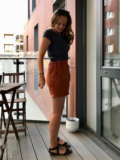 Diary of a Chain Stitcher: Papercut Patterns Palisade Shorts in Paprika Heavyweight Linen from The Fabric Store