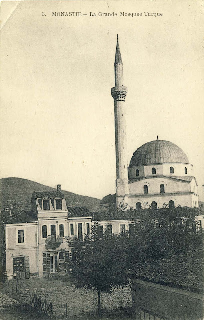 Isac mosque with shops along the river Dragor and bridge near the courthouse in 1917. Until the time when Dragor river bed was regulated in 1895/6, this bridge was the only stone bridge.