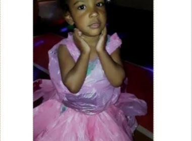 Pai faz vestido de princesa com sacolas para que ela não deixasse de ir à festa na escola