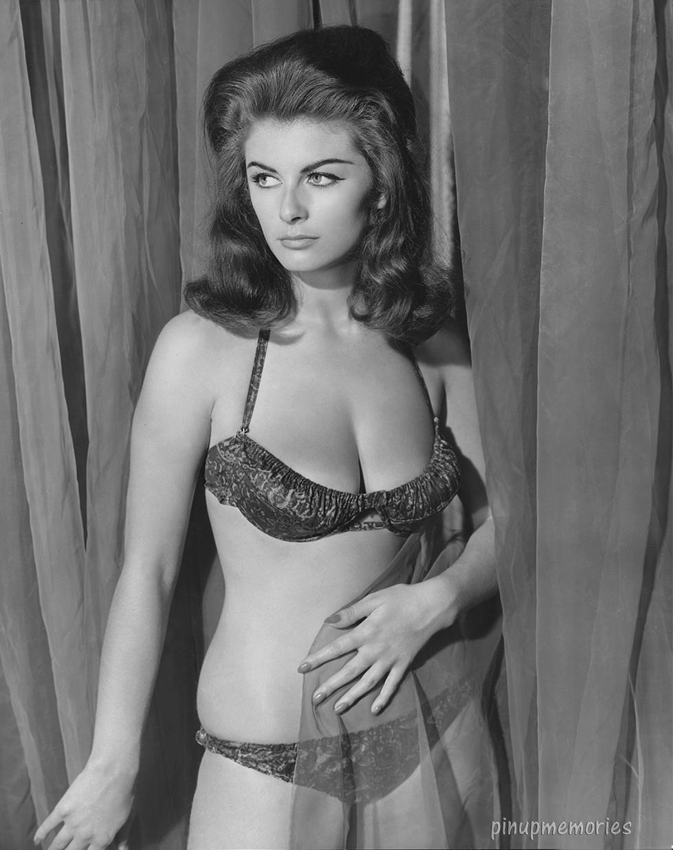 Anne Eden - Model page