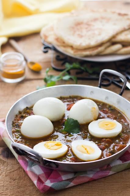 Plat végétarien de curry d'œufs