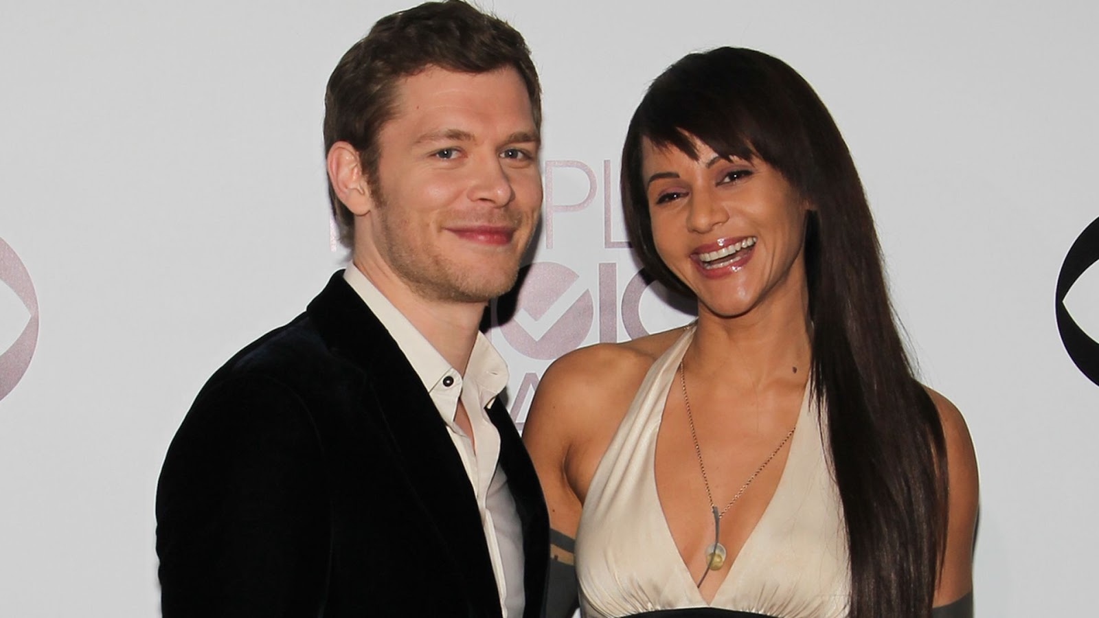 Joseph Morgan protagonista de The Originals con su mujer