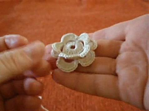 вязание цветов и листиков