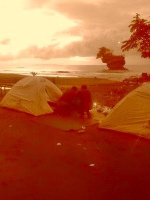 agi anda yang gemar  berpetualang utuk menikmati Alam lebih dekat,Kami menyediakan  paket Body Rafting plus Camping  dipatai madasari,