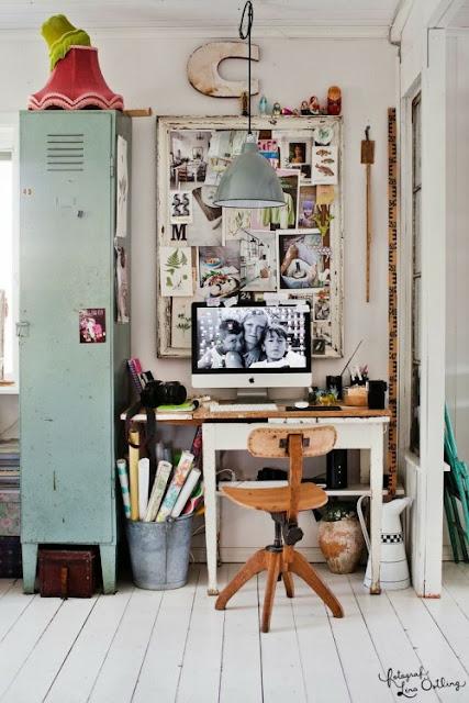 Despacho con taquilla vintage y muebles boho