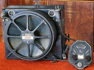 Primer radio instalado en un auto