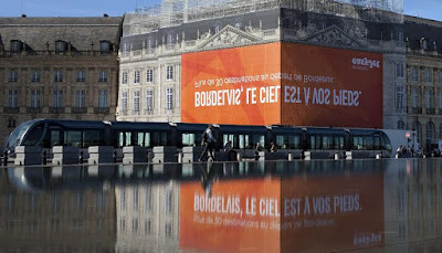 EasyJet's Reflected Billboard