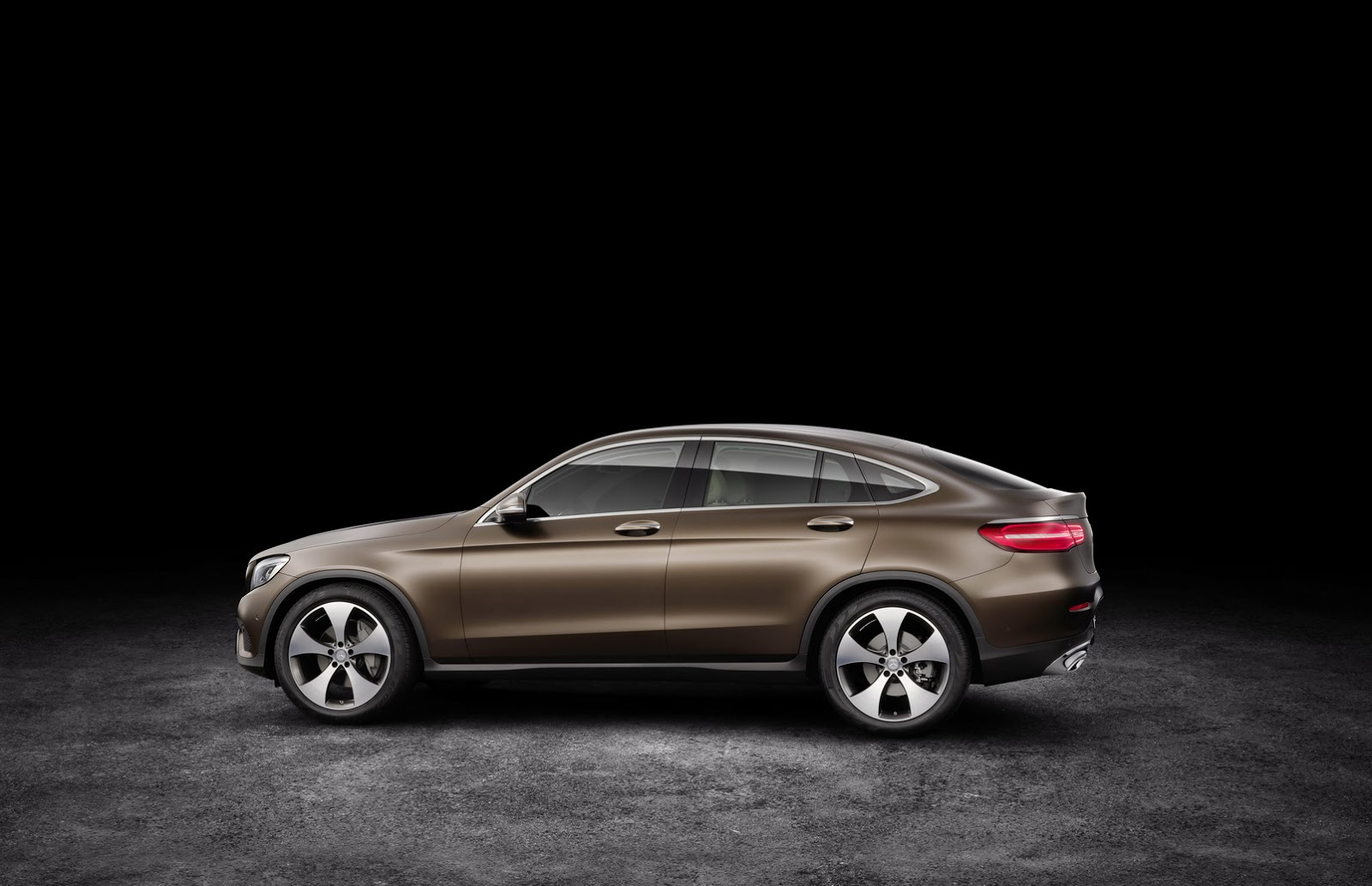 New mercedes benz glc coupe for those who place style over for Mercedes benz glc 300 accessories