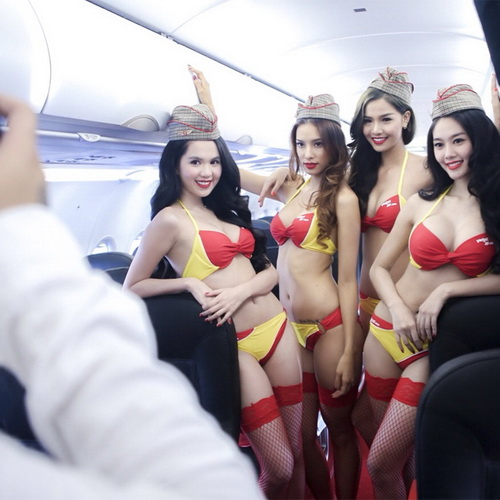 Tinuku Vietjet Air have dominated Vietnam aviation market by flight attendants bikini ads in 2011