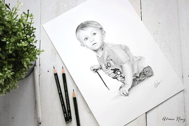Retrato infantil dibujado a lápiz de estilo hiperrealista