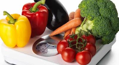 Mengkonsumsi makanan sehat dan bergizi