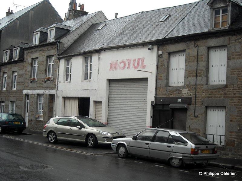 Les murs peints s 39 affichent vestiges fl riens for Garage paris normandie flers