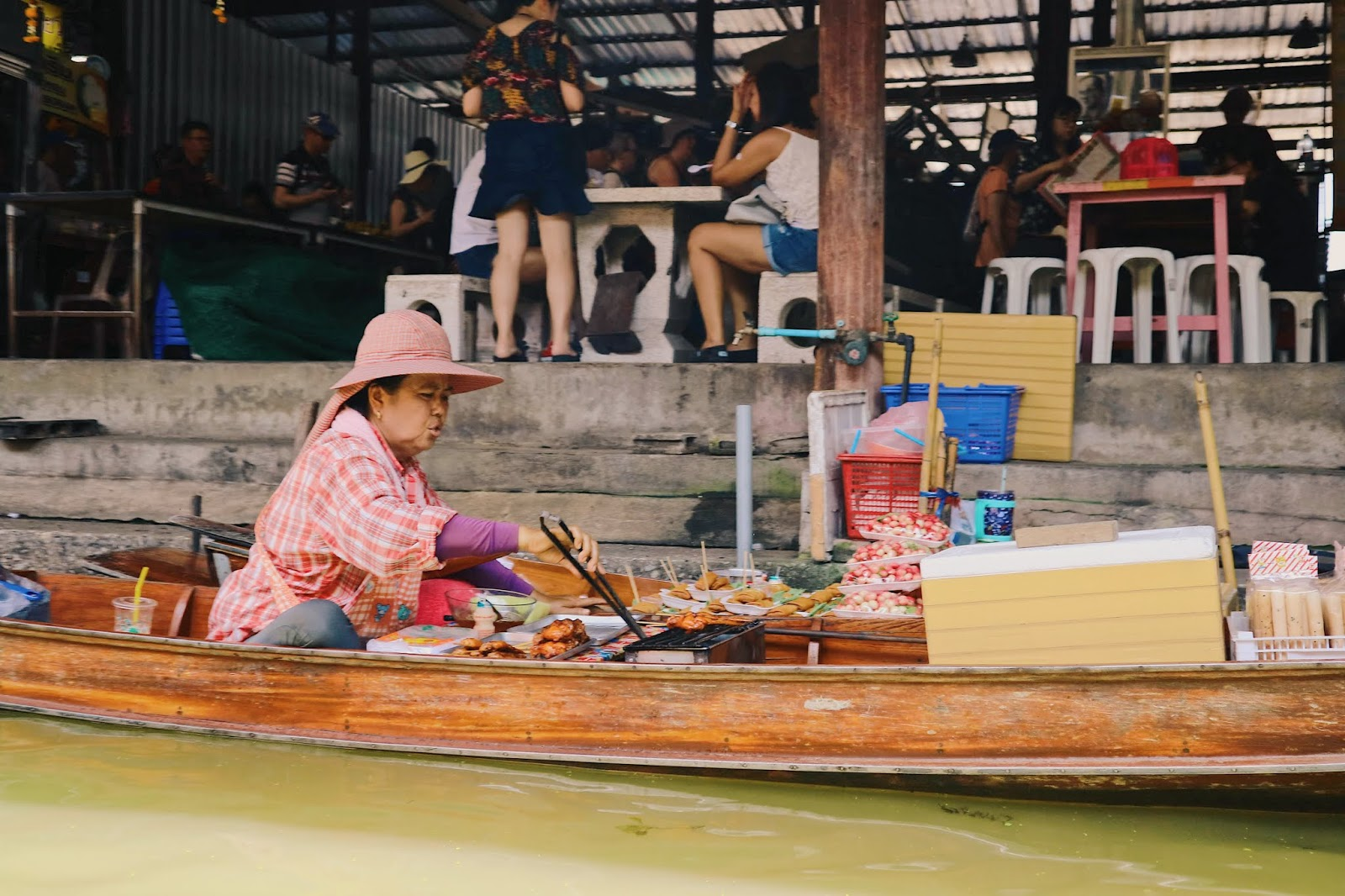 Vendor at Damnoen Saduak Floating Market