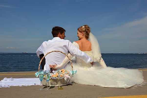 paar buitenlandse bruiden aan het lapdancen