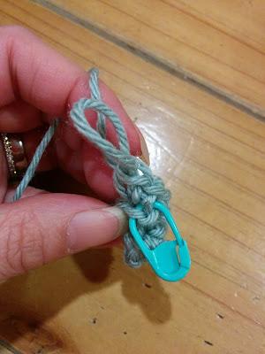 クリスマスツリー4段目はすじ編みで増し目をしながら編む