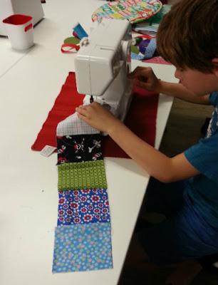 Heerlijk geluid van een lopende kinder naaimachine