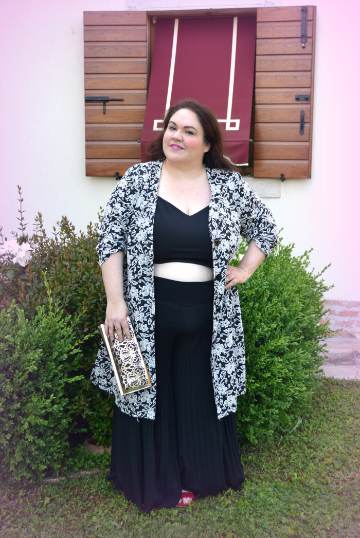 outfit cerimonia plus size monochrome crop top pantapalazzo