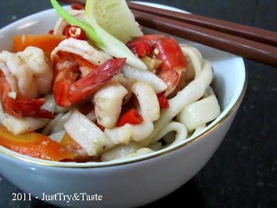 Resep Udon dengan Udang, Cumi-Cumi & Sayur JTT