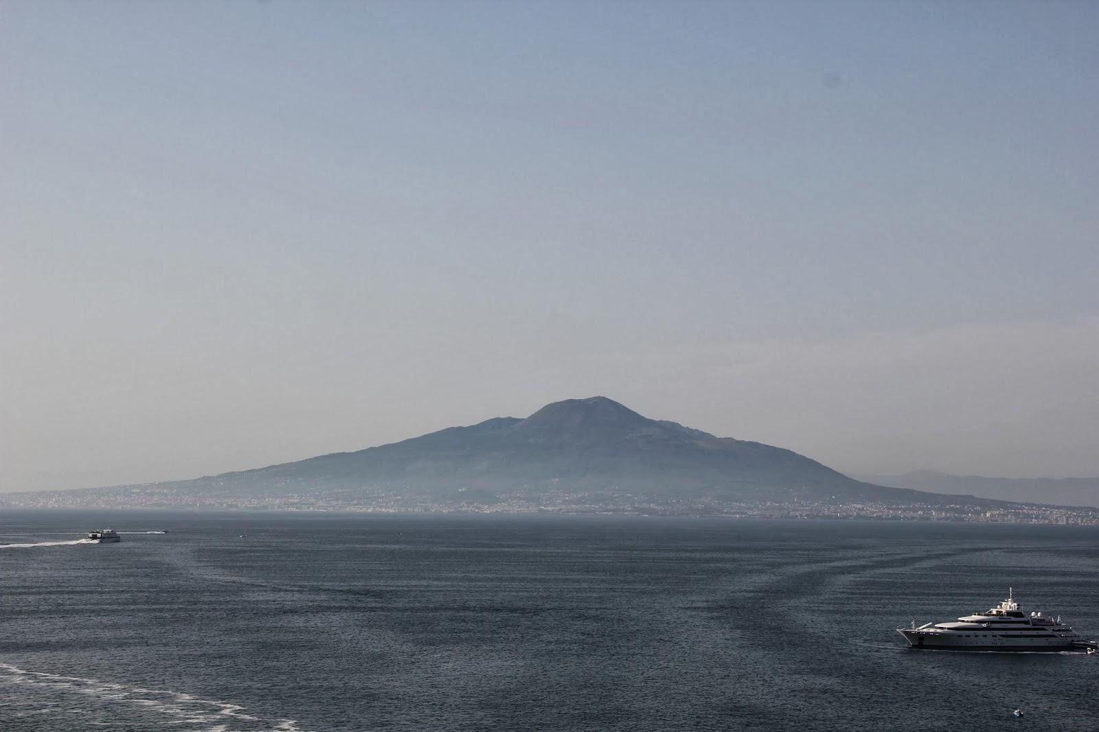 Vista do nosso quarto para o mar Tirreno e o Vesúvio