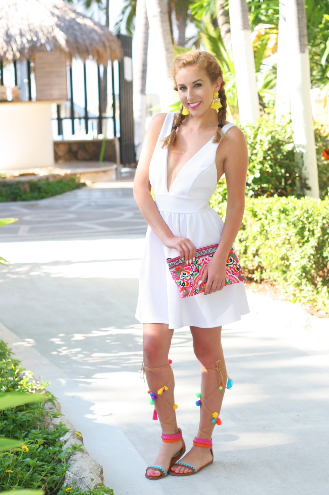 Colorful-summer-street-style-summer-vacation-little-white-dress