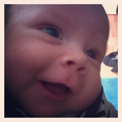 Drittes Kind - Baby übt lächeln