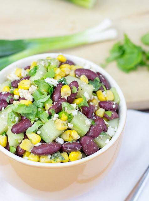 Salata vegetariana cu fasole rosie, bogata in proteine