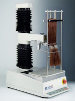 TA.XTplus texture analyser with Hair Combing Rig
