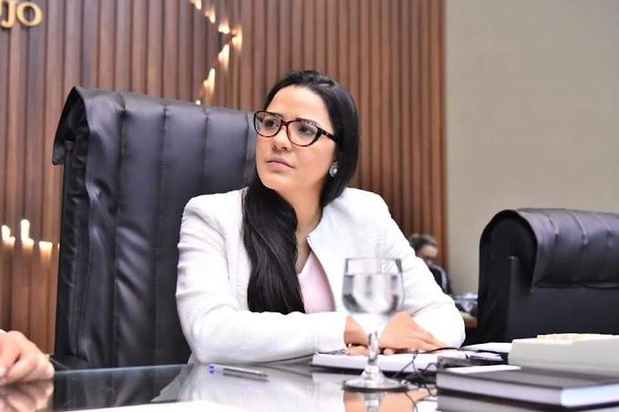 """""""NÃO É SEGREDO PARA NINGUÉM QUE O GOVERNO WILSON LIMA ESTÁ PERDIDO,"""", ALERTA DEPUTADA MAYARA PINHEIRO"""