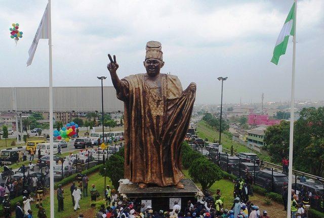 Gov Ambode Unveils 46-Feet Statue Of M.K.O Abiola In Lagos