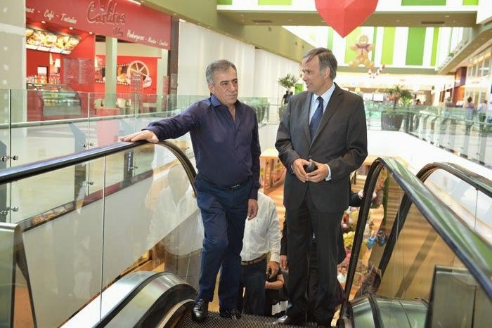 Cariglino De Shopping En El Nuevo Terrazas De Mayo