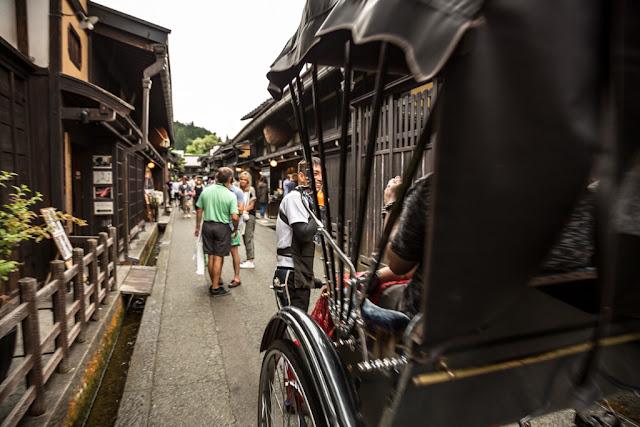 Paseando por Sanmachi Suji :: Canon EOS5D MkIII | ISO100 | Canon 24-105@24mm | f/4.0 | 1/30s